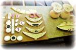 S'ils supportent les mêmes températures de cuissons, des émaux de différentes couleurs peuvent être appliqués sur une même pièce.