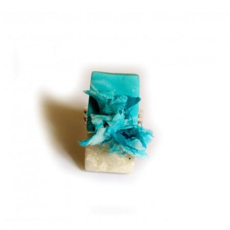 Bague « Oasis » création unique Espeleta, ethnique chic, en  pâte polymère, tissu batik, tons turquoise et argent