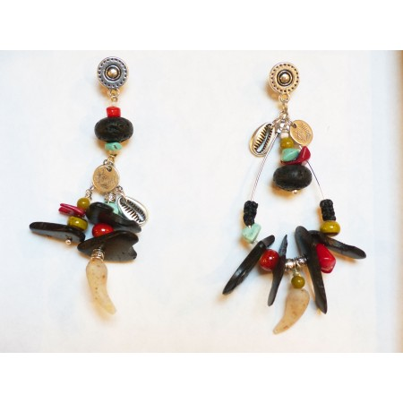 """Boucles d'oreilles asymétriques """"Kuzola"""" coco noire"""