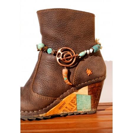Bijoux de chaussures « Menthe Poivrée » création Espeleta, ethnique chic, polymère, pierres et coquillages, turquoise et cuivré.
