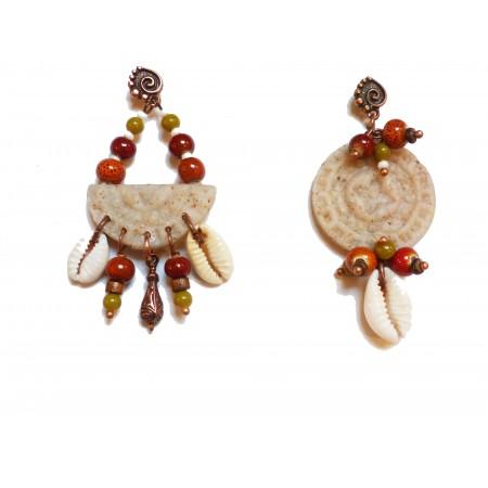 """Boucles d'oreilles asymétriques """"Kuzola"""" orange olive"""